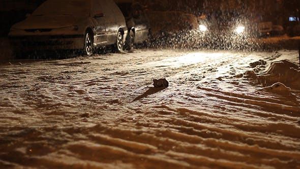 Thumbnail for Nacht verschneite Straßenverkehr
