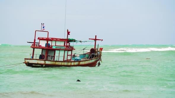 Thumbnail for Motorboot im offenen Meer auf Wellen