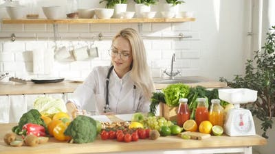 Nutritionist Compiles a Vegetable Diet for a Healthy Eating Program