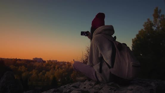 Cover Image for Young Female A Cliff At Sunset. Selfie