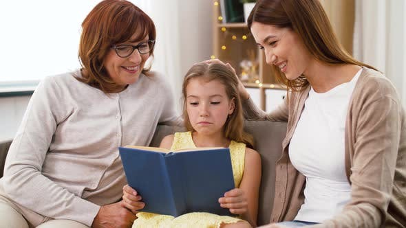 Cover Image for Mother, Daughter and Grandmother Reading Book