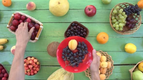Thumbnail for Früchte auf grünem ökologischem Hintergrund