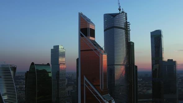 Thumbnail for Ein wunderschöner Abend Urbanlandschaft im Moskauer Stadtviertel