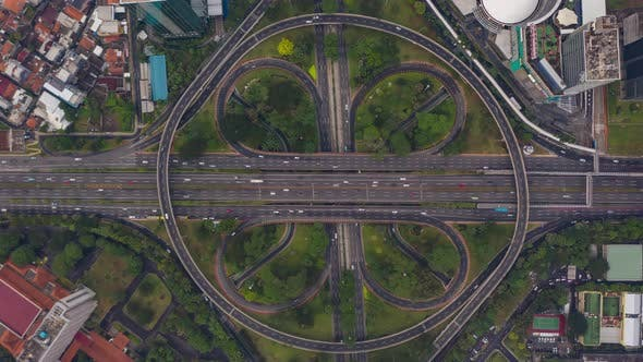 Thumbnail for Aerial Oiseaux Eye Overside Top Down Vue hyperlapse Motion Laps de temps Vue d'une grande voie multi-voies