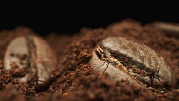 Grains de café entiers et café moulu