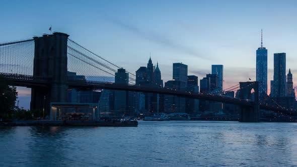 Thumbnail for 4K Sunset timelaspe of Manhattan skyline and Brooklyn bridge - New York - USA