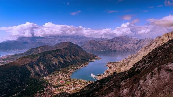 Thumbnail for Sturmwolken bewegen sich über die Berge in Montenegro