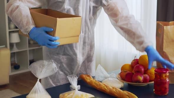 Thumbnail for Freiwillige Essen in Box setzen