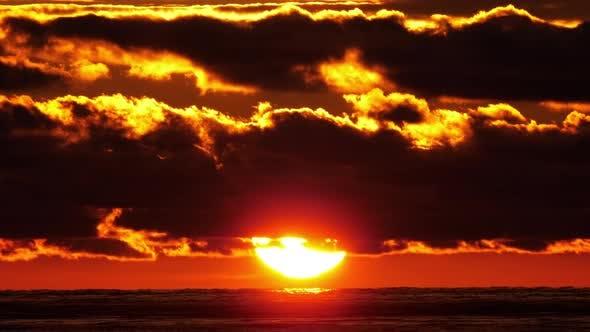 Malerischer Blick auf die untergehende Sonne