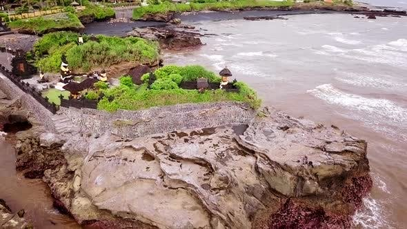 Thumbnail for Drohne schuss von Pura an der Küste von Bali