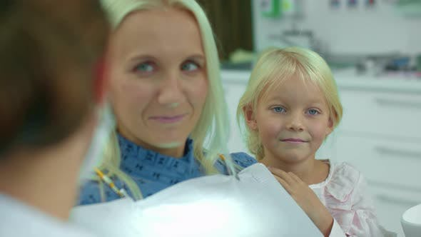 Cover Image for Dentist Talks with Mother, Daughter Laughs
