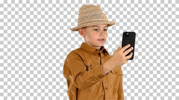 Kleiner Junge mit Strohhut, der herumschräg, Alpha Channel