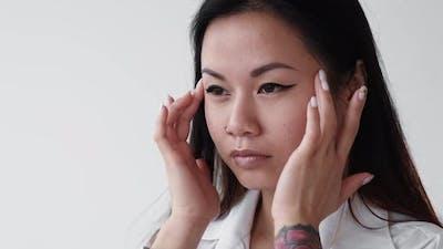 Contouring Massage Female Beauty Morning Routine