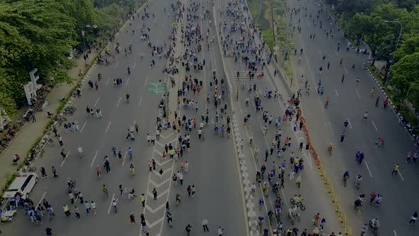 Cover Image for Aerial view. A crowd attends the car free day along street