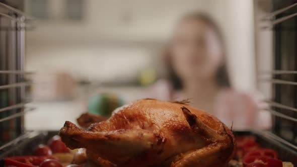 Cover Image for Delicious Baked Chicken Slow Motion