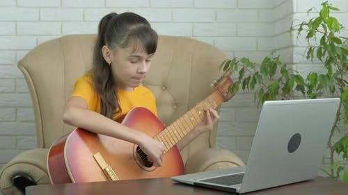 Blogger with a Guitar