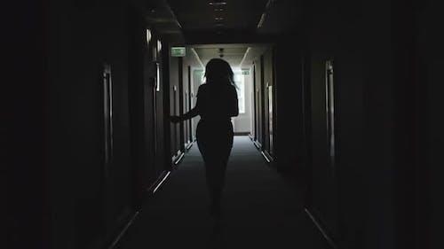 Silhouette der Laufenden Geschäftsfrau