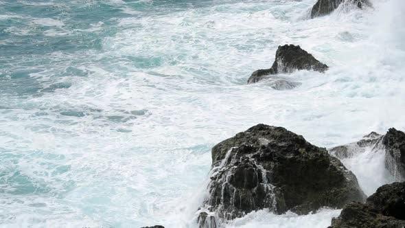 Crushing sea wave