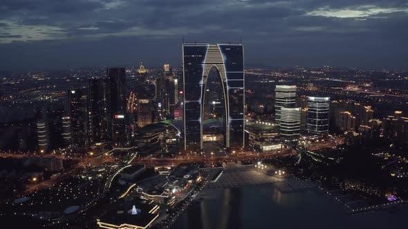 Thumbnail for Luftbild von CBD-Gebäuden am Jinji-See bei Nacht in Suzhou, China.