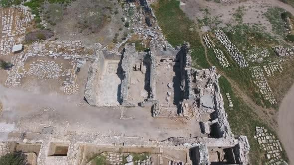 Historische Ruinen an der archäologischen Ausgrabungsstätte der antiken Zivilisationsstadt vor Christus