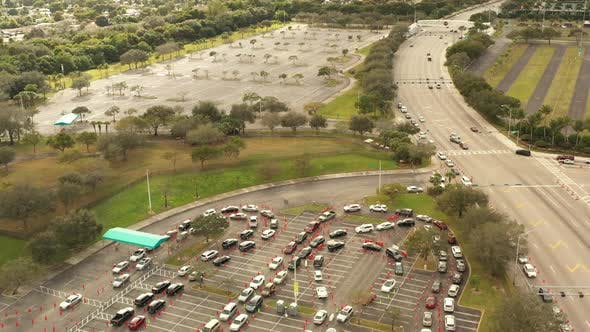 Pull Out Reveal Crowded Parking Lot Covid 19 Coronavirus Vaccine And Testing Sites Miami Fl