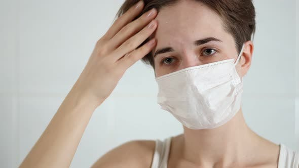Cover Image for Woman with Symptoms of Coronavirus