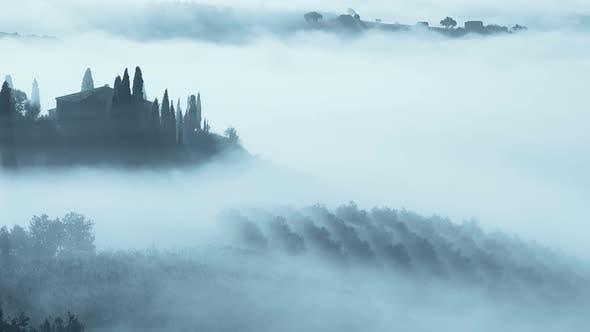 Dicker Nebel in der Toskana