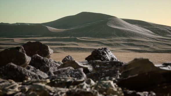 Thumbnail for Luftaufnahme auf großen Sanddünen in der Sahara Wüste bei Sonnenaufgang