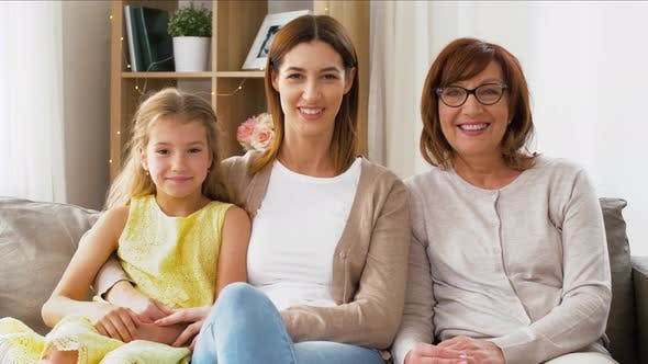 Cover Image for Portrait of Mother, Daughter and Grandmother