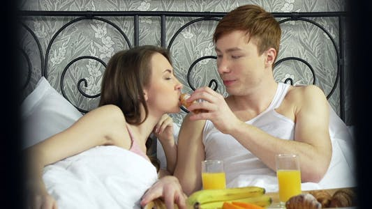 Cover Image for Snack In Bed