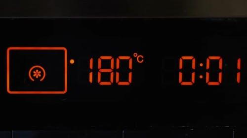 Nahaufnahme, Ofen-Timer, Touch-Panel. Temperaturregelung und Timer am Ofen.