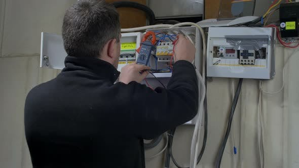 Electrician measuring the amperage
