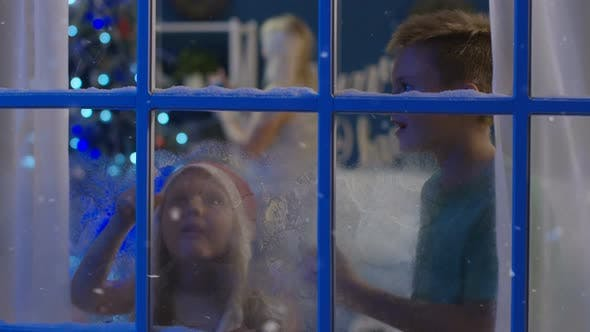 Cover Image for Excited Kids in Frozen Window in Christmas Night