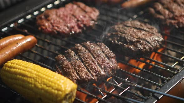 Thumbnail for Mixed American Barbecue Essen auf Hot Grill