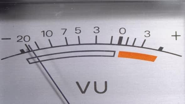 Thumbnail for Analoge Signalanzeige mit Pfeil. Messgerät des Audio ignals in Dezibel