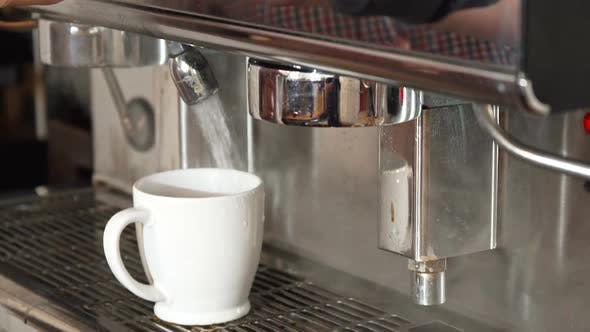 Thumbnail for The Coffee Machine Adds Boiling Water Into the Cup