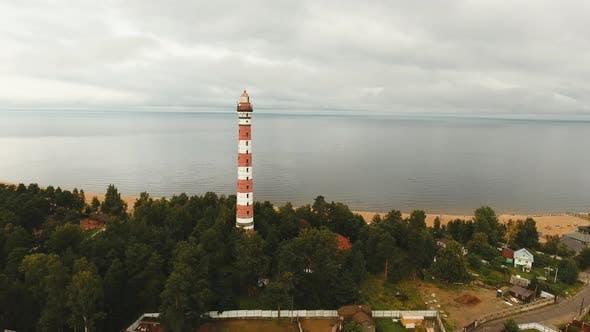 Alter Leuchtturm an der Küste