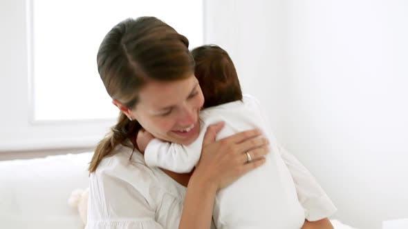 Thumbnail for Glückliche Mutter und Baby