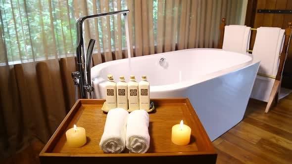 Luxuriöse weiße Porzellan-Badewanne