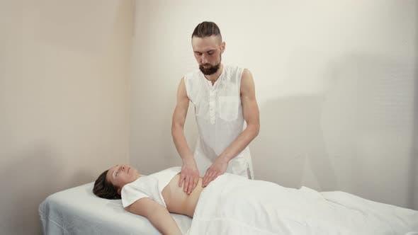 Thumbnail for Massage des weiblichen Abdomens