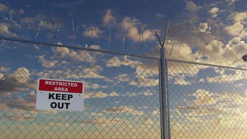 Sperrgebiet und Draht Stacheldrahtzaun in privater verbotener Zone Loopable