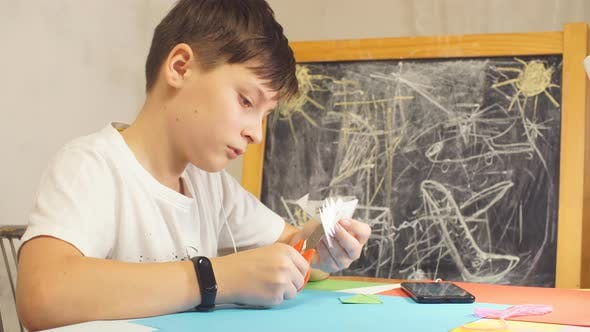 Teen Working in a Creative Studio, Watch Online Lesson on Creativity