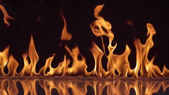 Thumbnail for Flammen brennen auf schwarzem Hintergrund in Zeitlupe; Schuss auf Phantom Flex 4K bei 1000 fps