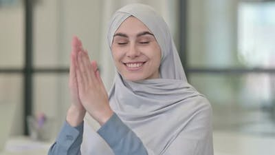 Young Arab Woman Clapping Applauding