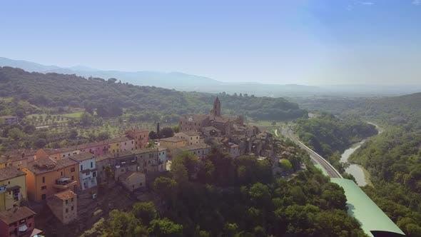 Drohne über alte schöne Villen in der Toskana Italien geschossen