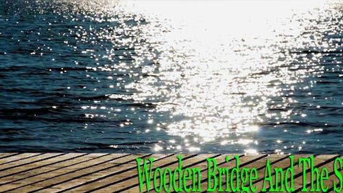 Holzbrücke und das Meer