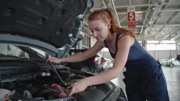 Cover Image for Female Mechanic Enjoying her Job