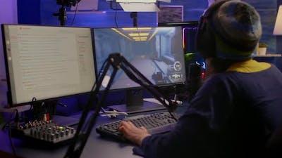 Pro Streamer Check Sound on Mixer