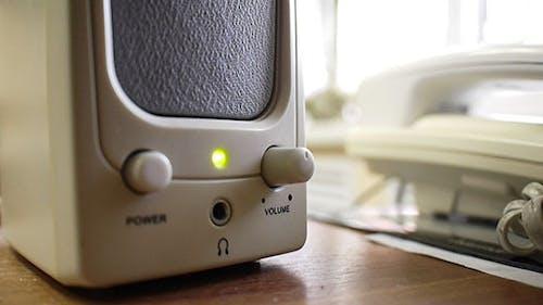 Anpassen der Lautstärke auf Office-Lautsprechern