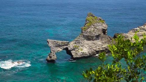 Le rocher dans la mer